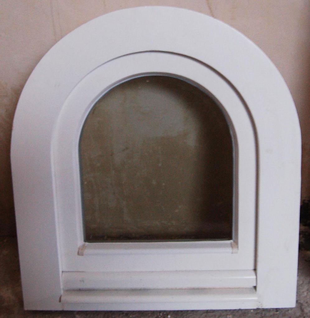 Okno drewniane półokrągłe
