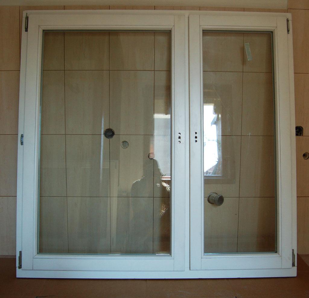 Okno drewniane białe
