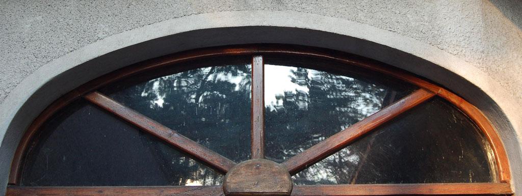 Okno lukowe